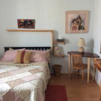 Hotel Pictures: Gîte Orange Soleil, Saguenay