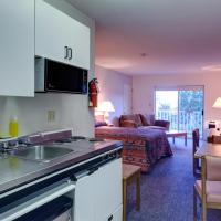 Hotel Pictures: Gibsons Landing Inn, Gibsons