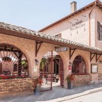 Hotel Pictures: Logis Hotel Le Relais Des Dix Crus, Corcelles-en-Beaujolais