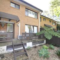 Hotel Pictures: North Ryde Self-Contained Modern Three-Bedroom Apartment (2FONT), Ryde