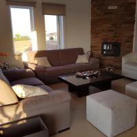 Hotel Pictures: Iliada Court Apartment, Dherinia