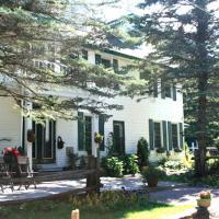 Hotel Pictures: Portage Inn Bed & Breakfast, Huntsville