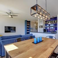 Luxury Three-Bedroom Apartment with Two Bathrooms 192