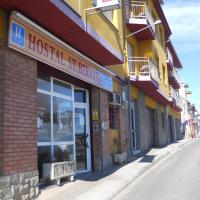 Hotel Pictures: Hostal Sant Bernat, Olot