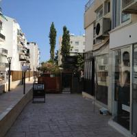 Hotel Pictures: Sea Front Court Apartment, Limassol