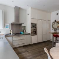 One-Bedroom Apartment - Queens Gate Gardens VIII