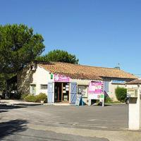 Hotel Pictures: Camping Amandiers, Gallargues-Le-Montueux