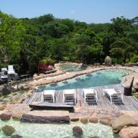 Hotel Pictures: Biocentro Guembe Hotel y Resort, Curibo