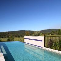Hotel Pictures: Valley of The Mists, Charlotte Bay