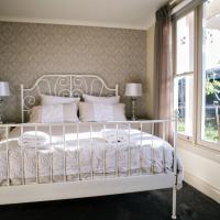 Hotel Pictures: The Cottage at Babbington Park Farm, Lyonville