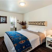 Paiute Indian Room with One King Bed, Shower