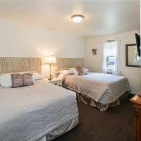 Some Like It Hot with One Queen Bed & One Full Bed, Shower - Mountain View