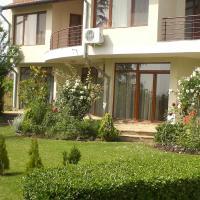 Hotel Pictures: Villa Rose, Almond Hills, Kosharitsa