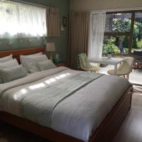 Queen Room with Private Bathroom - Fantail