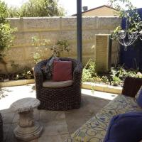 Hotel Pictures: Relax, bright & airy garden Villa, Perth