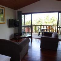 Hotel Pictures: #17 Korora Palm - 1 Bedroom Bure, Moonee Beach