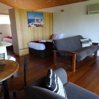 Hotel Pictures: #22 Korora Palms - 1 Bedroom Bure, Moonee Beach