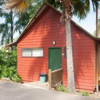 Hotel Pictures: #20 Korora Palms - Executive Spa Bure, Moonee Beach
