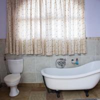 Deluxe Triple Room with Victorian Bath