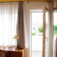 Hotel Pictures: Cäsars Privatzimmer, Föhrenhain