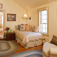 King Suite with Twin Bed (New Hampshire)