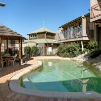 Hotel Pictures: 13 Point Lookout Beach Resort, Point Lookout
