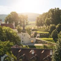 Hotel Pictures: Schloss THALHEIM, Kapelln