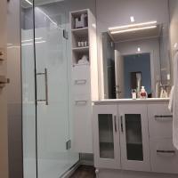 Queen One-Bedroom Apartment - Upstairs