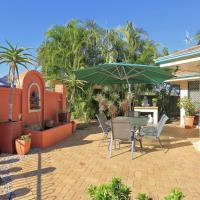 Hotel Pictures: Golden Cane Bed & Breakfast, Bargara