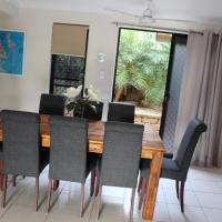 Hotel Pictures: Hydeaway Bay Holiday Home, Hideaway Bay