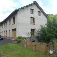 Hotel Pictures: Le Bourg Route de Rochefort Orcival, Orcival