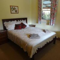 Hotel Pictures: Camellia Cottage On Maple Hill, Castle Forbes Bay