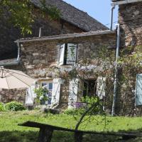 Hotel Pictures: Puech de Cabanelles - La Castanheta, Tréban