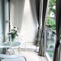 Luxury Deluxe Suite Apartment with Balcony