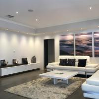Hotel Pictures: Magnificent Beach Retreat, Jindalee