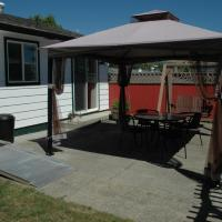 Hotel Pictures: Family Vacation Home, Sechelt
