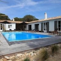 Hotel Pictures: Rental Villa Ile De Re Villa Haut De Gamme Piscine Privative Chauffee, Les Portes
