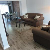 Hotel Pictures: Modern Home in Great Toronto Area, Brampton