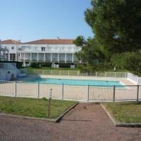 Hotel Pictures: Rental Apartment Avenue Des Genets, La Pironnière