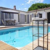 Hotel Pictures: Rental Villa La Couarde Sur Mer Avec Piscine Sur Beau Jardin Clos, Loix