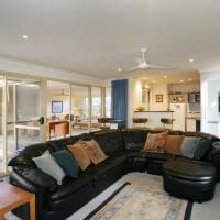 Hotel Pictures: Dolphin House by Shoalwater Executive Homes, Rockingham