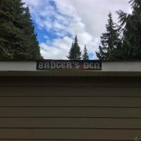 Hotel Pictures: Badger Den, Comox