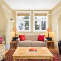 Hotel Pictures: Apartments at Cadder House, Kelowna