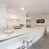 Zdjęcia hotelu: Penguin 4 Bedroom House by Shoalwater Executive Homes, Rockingham
