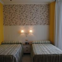 Hotel Pictures: Hostal Santa Marta Playa, Baiona