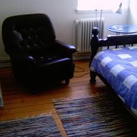 Μονόκλινο Δωμάτιο με Κοινό Μπάνιο