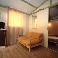 One-Bedroom Bungalow with Beach Access (2 Adults)