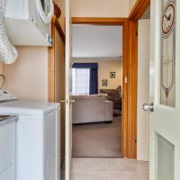 Two-Bedroom Cottage - Swan