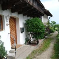 Hotel Pictures: Peterlhaus, Frauenchiemsee