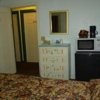 Basic Single Room with One Bed with Shared Bathroom